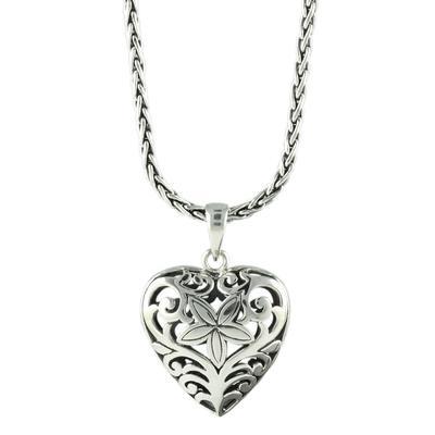 Indiri Sterling Silver Filigree Heart Necklace